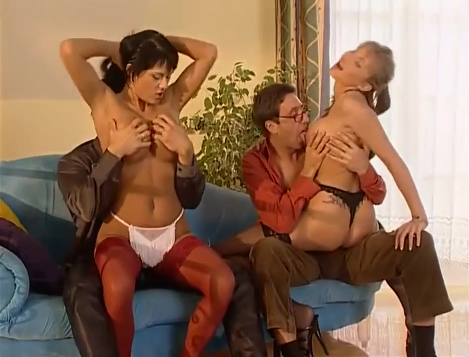 Group sex with Carmen & Sandra - Carmen white in vintage retro foursome