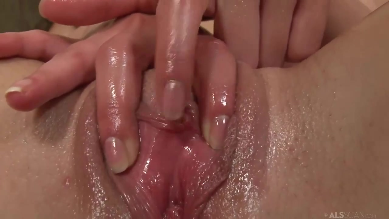 Clit Close-Up - 18yo Amirah Masturbating Solo Her Oiled Up Pussy