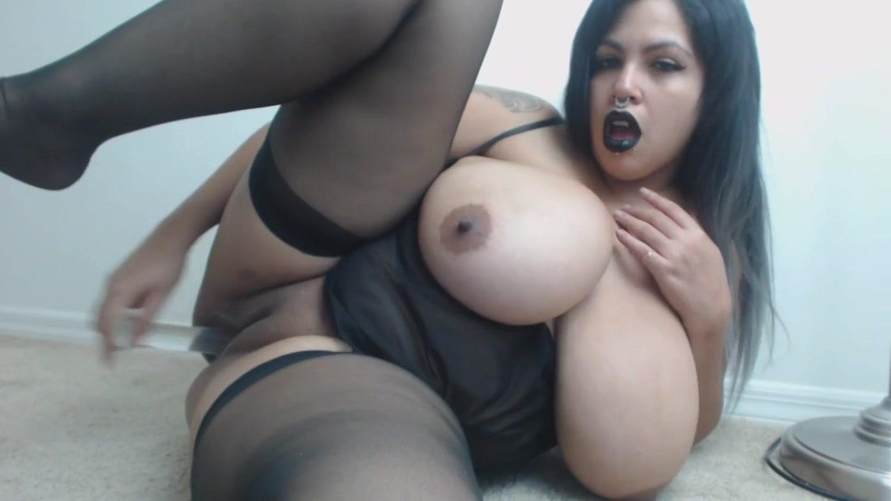 Homemade webcam with kinky monster boobs babe - curvy brunette PAWG
