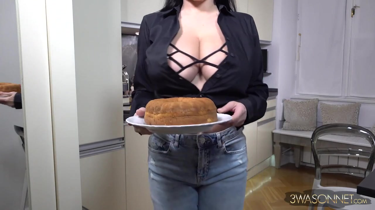 BangBros - Wendy Fiore - monster tits with big nipples in the kitchen