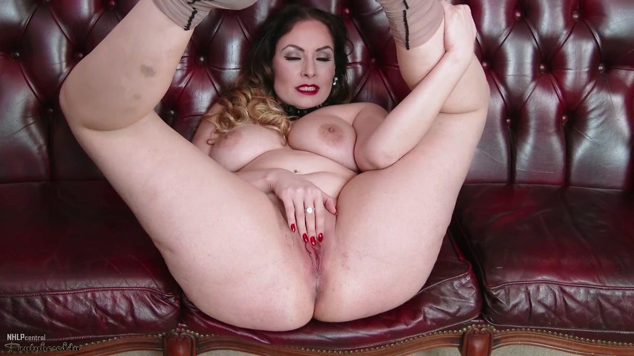 Delane mature - Big natural tits & fat ass in solo striptease